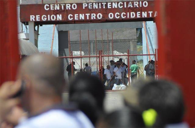 oficializan-prihicion-de-celulares-internet-carceles-venezuela