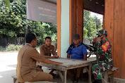 Babinsa Desa Koto Baru Komsos Bersama Sekdes Saling Tukar Informasi