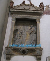 Marmo policromo con l'angelo e la Madonna