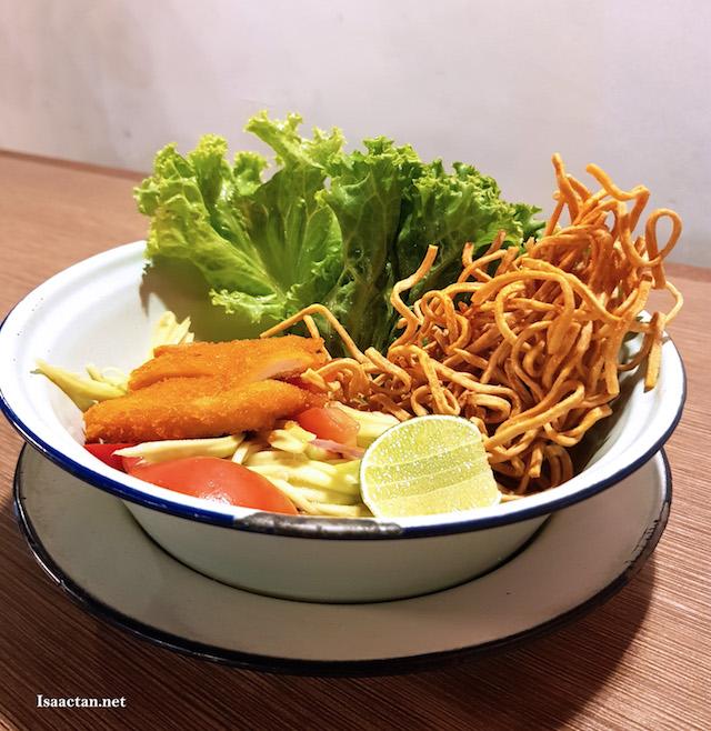 Yam Mamuang Kai Krob - Green Mango Salad