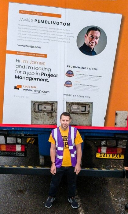 Puso su currículum en la parte trasera de un camión y 2 días después lo contratan