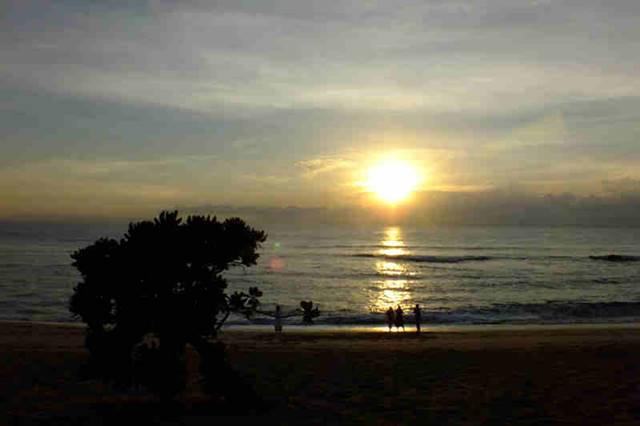 Pemandangan Indah di Nusa Dua Bali Saat Matahari Terbit