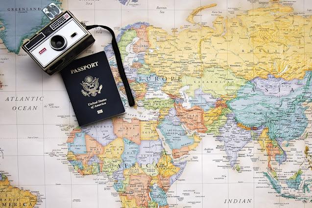 mappa del mondo vintage polaroid passaporto