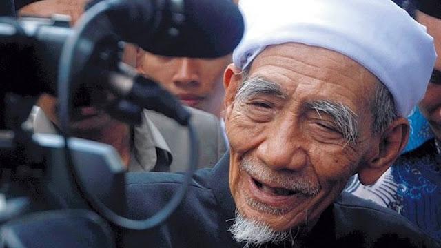Pesan Mbah Maimoen Agar Warga NU Berpegang pada Habib Luthfi bin Yahya
