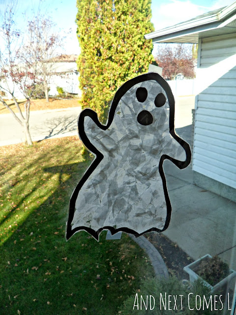 Ghost Halloween suncatcher craft for kids