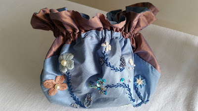 créateur robes et accessoires 18e par couturière à Versailles