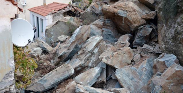 Ξεσπιτώθηκαν οικογένειες στο Πλωμάρι - Στα ξενοδοχεία 37 κάτοικοι