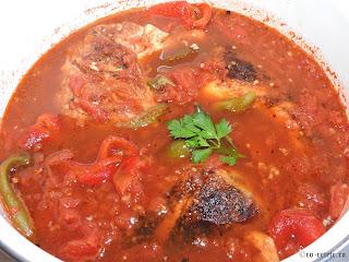 Saramura de pui de casa reteta cu carne si legume la gratar grill tigaie retete mancare friptura saramuri ardei rosii coapte,