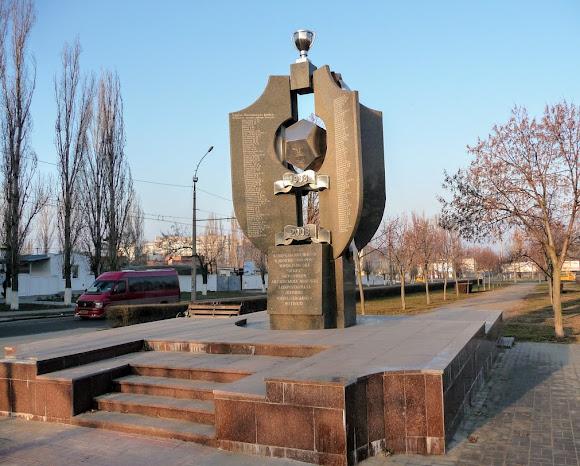 Николаев. Памятный знак первому футбольному матчу в 1908 году