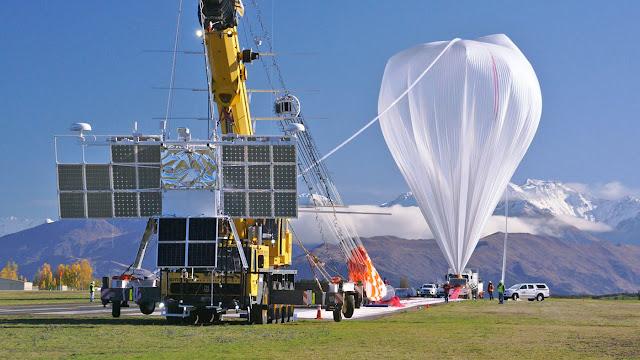 Bong bóng khoa học của NASA sau khi đáp xuống mặt đất. Credit: NASA.