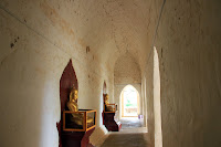 Interior del templo Ananda - Bagan - Myanmar
