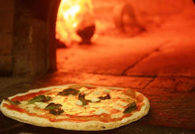 Napoli, finiscono in ospedale dopo aver mangiato in pizzeria