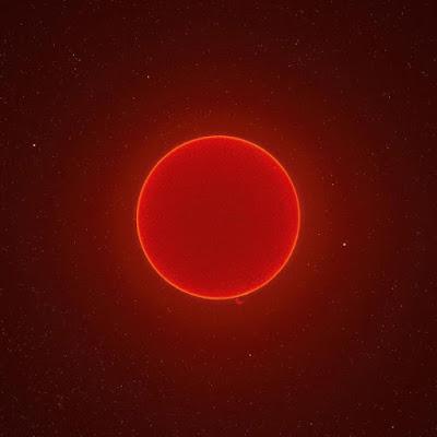 Astrofotografo unisce 100.000 foto per creare un unico scatto da 230MP del Sole