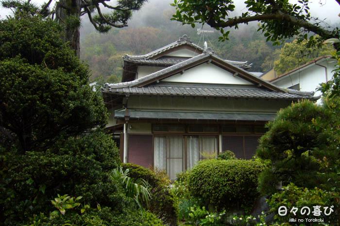 maison japonaise dans la végétation
