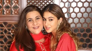 sara ali khan share adoreble pic with mother amrita singh on mother's day