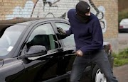 Fed up with isolation in the United States, a few youths stole more than 40 vehicles, and the police could not arrest them because of their young age.