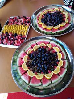 Ways of serving fruit salads