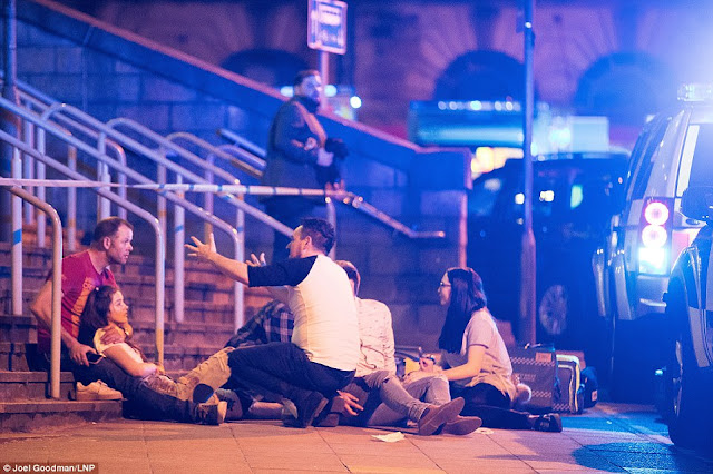 WATCH► EXPLOSION ARIANA GRANDE GIG | 19PEOPLE KILLED AND 50 INJURED
