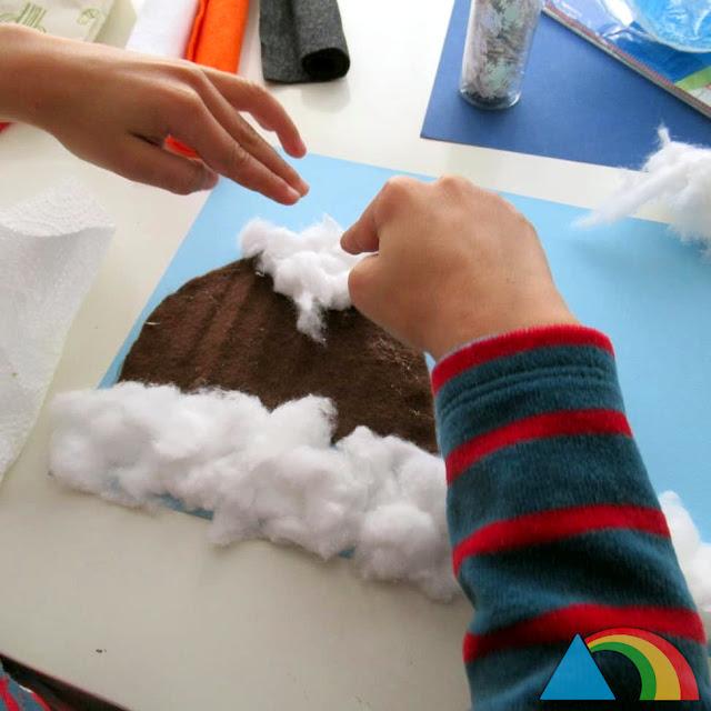 Creando collage de invierno con fieltro y algodón