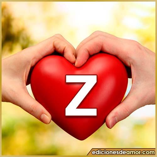 corazón entre manos con letra Z