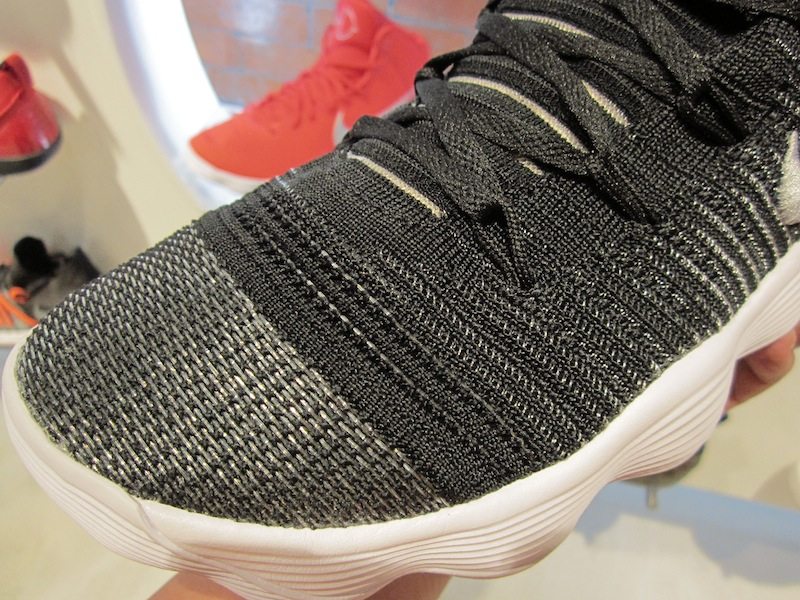 sale retailer d041d e8905 ... with a foot zone or foot mapping design traction pattern similar to the  Kobe 9. These 2 colorways are available now at Titan Vertis North for Php  8,095.