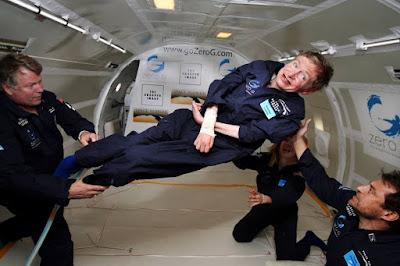 Stephen Hawking se divertindo na gravidade zero