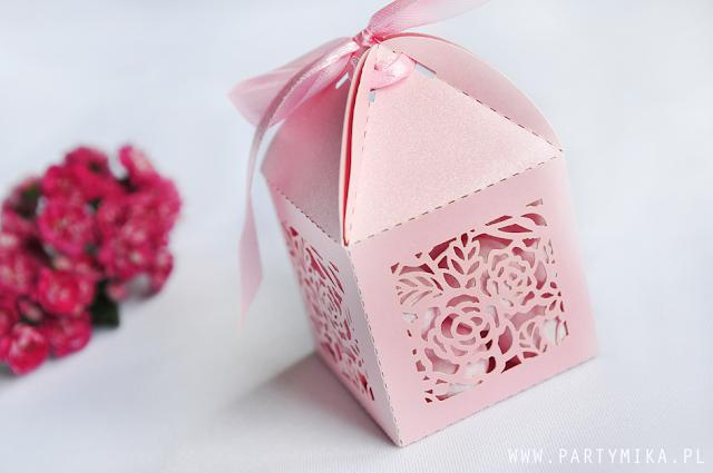 pudełko z cukierkami dla gości weselnych