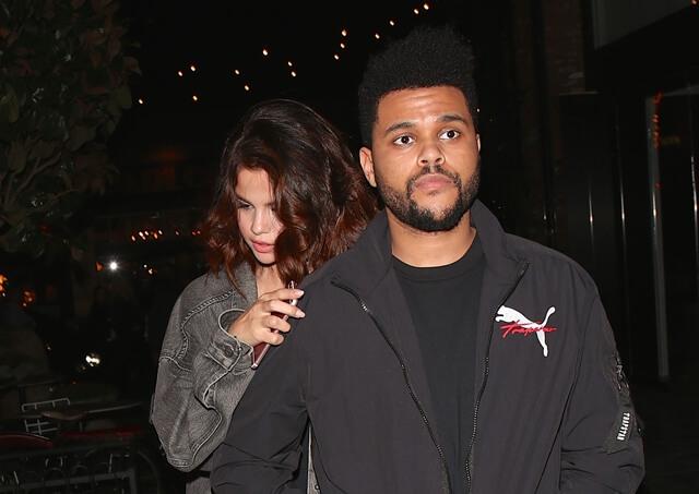 2017年4月6日 ハリウッドのレストラン『Beauty & Essex』へ向かうセレーナ・ゴメス(Selena Gomez)と恋人ザ・ウィークエンド(The Weeknd)をキャッチ。