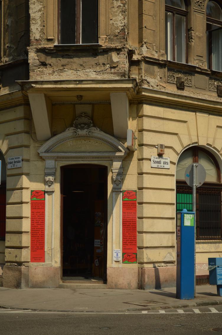 vintage shops in budapest, where to shop vintage in budapest, jajcica vintage, ever after vintage, ludovika vintage, szputnyik vintage, dressing room vintage, georgiana quaint