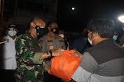 Patroli Skala Besar, Danrem 064/MY bersama Kapolda Banten Salurkan 15.000 Paket Bansos untuk Masyarakat