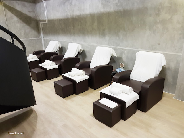 Comfy seats for the foot massages