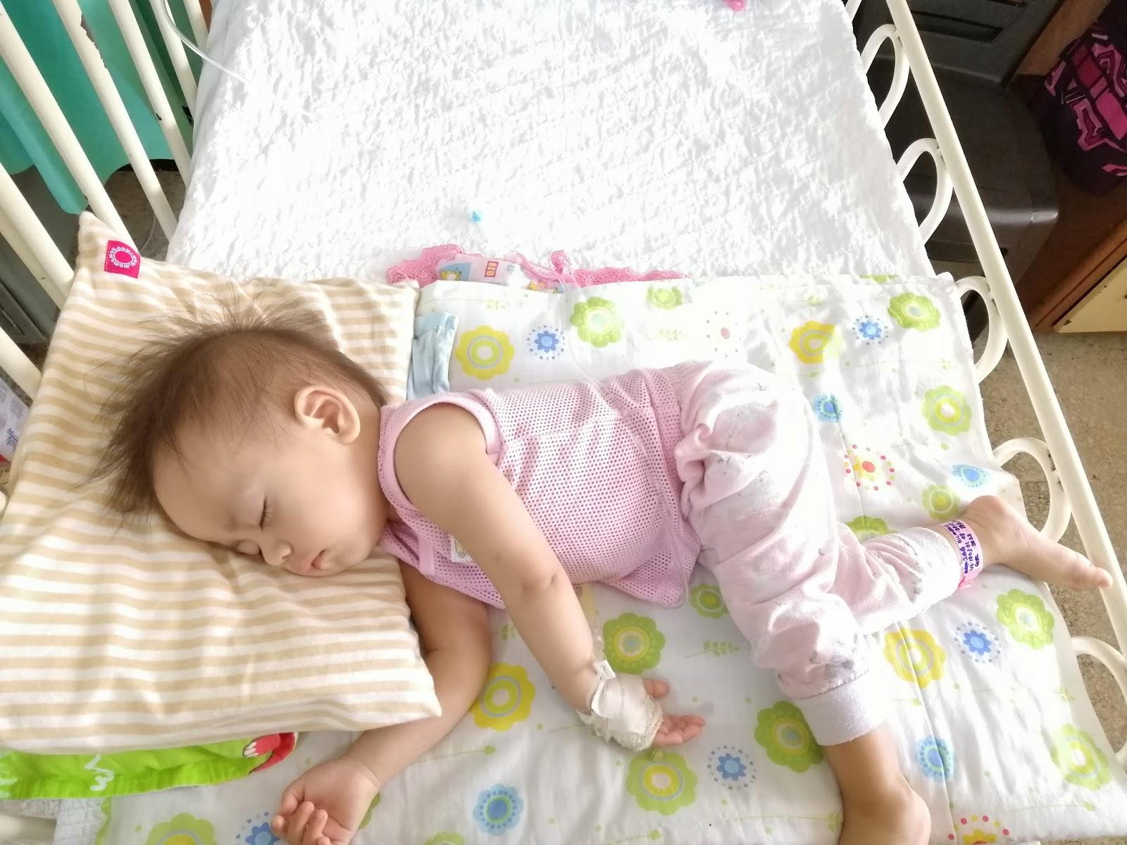 Baby kena tonsilitis tonsil bengkak