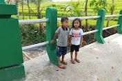 Jembatan Baru TMMD 109 Karanganyar Menjadi Destinasi Hiburan Bagi Anak Anak