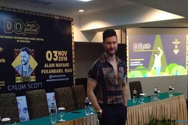 Dinilai Kampanyekan LGBT, FPI Ancam Bubarkan Konser Calum Scott di Pekanbaru