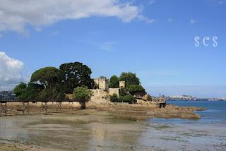 Castillo e Isla de Santa Cruz en Oleiros by Susana Cabeza
