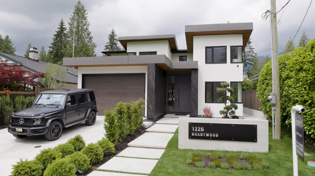 80 Interior Photos vs. 1226 Brantwood Rd, North Vancouver, BC Luxury Contemporary House Tour