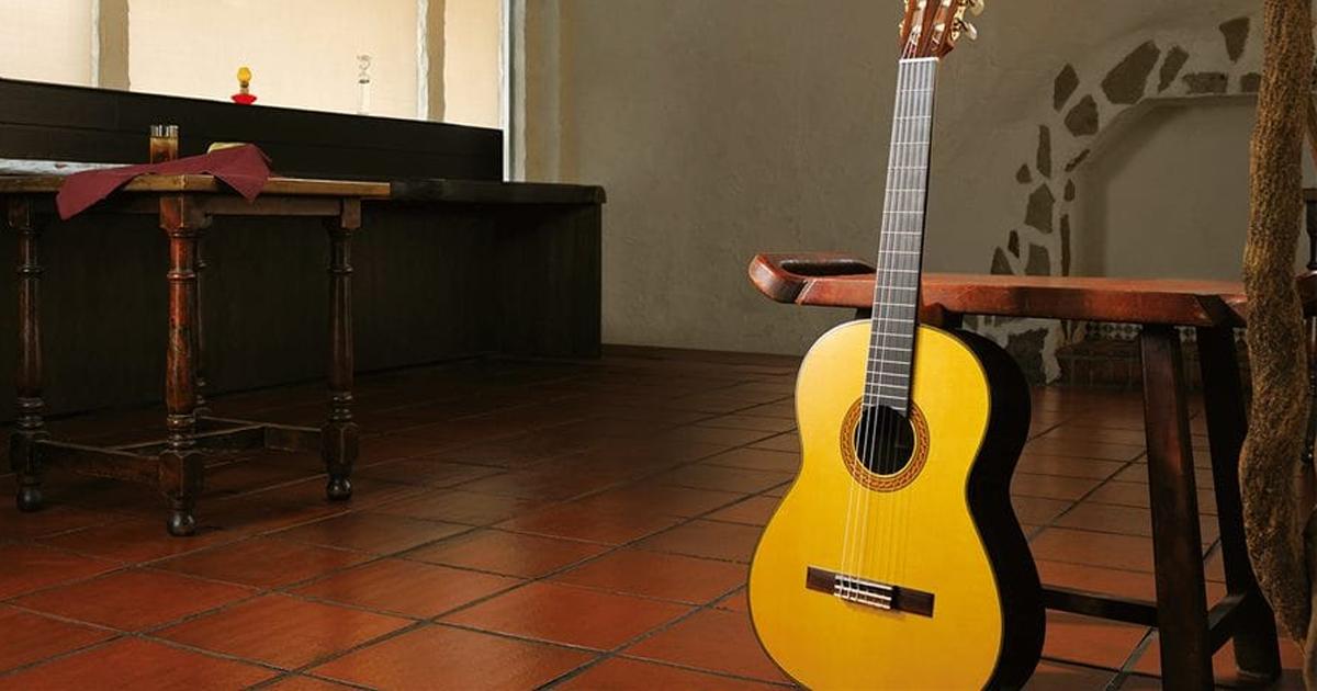 Đàn Guitar Yamaha Classic CG142C