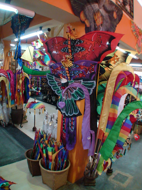 Фото игрушек и украшений в Торговом Центре на острове Бали