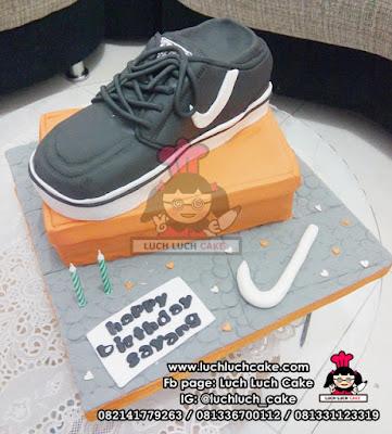 Kue Tart Fondant 3D Bentuk Sepatu Nike