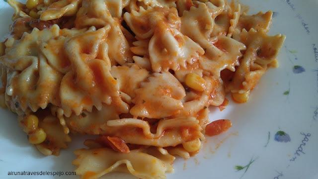 ensalada farfalle pollo tomates secos parmesano