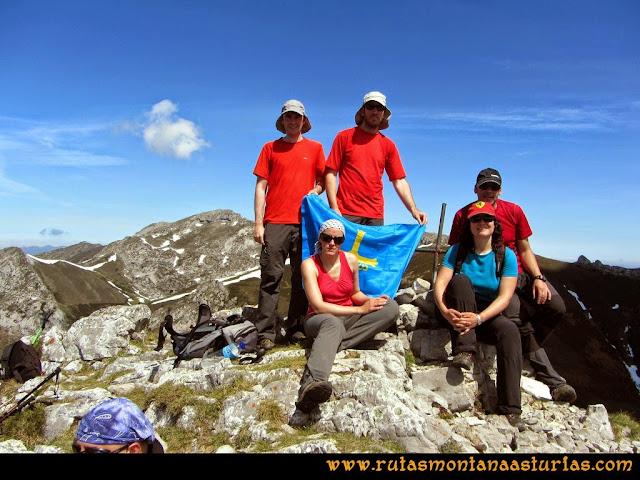 Ruta al Campigüeños y Carasca: Cima de La Carasca o Cornielles - 1.744 m.