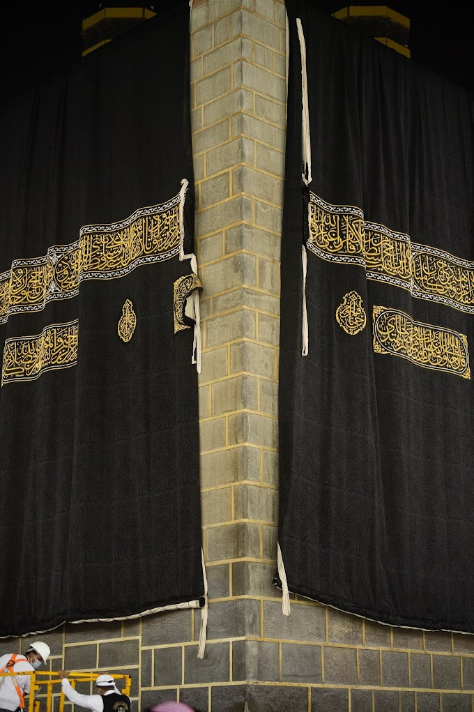 Kabah Kiswah Replaced in Annual Ceremony
