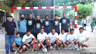 Participantes en el partido de fútbol de las fiestas de El Regato