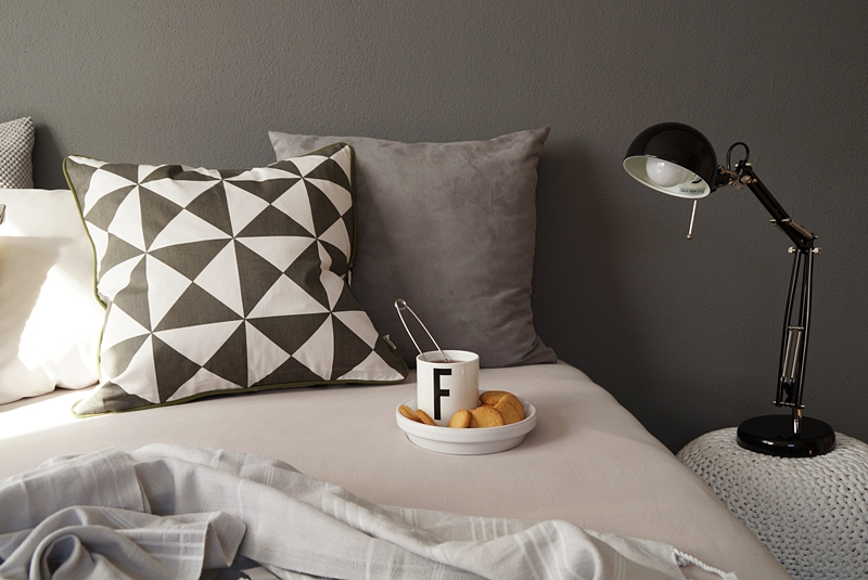 Cozy black, white and gray scandinavian bedroom for autumn