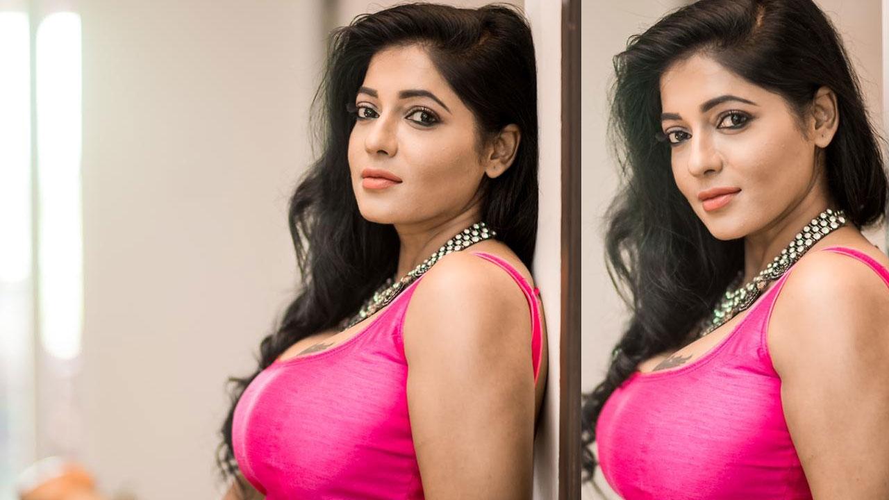 Reshma Pasupuleti Blouse Saree Photos
