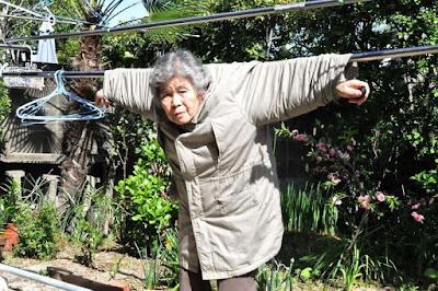 Кимико Нисимото : 89-летняя японская бабушка и её забавные автопортреты на персональной выставке в Токио