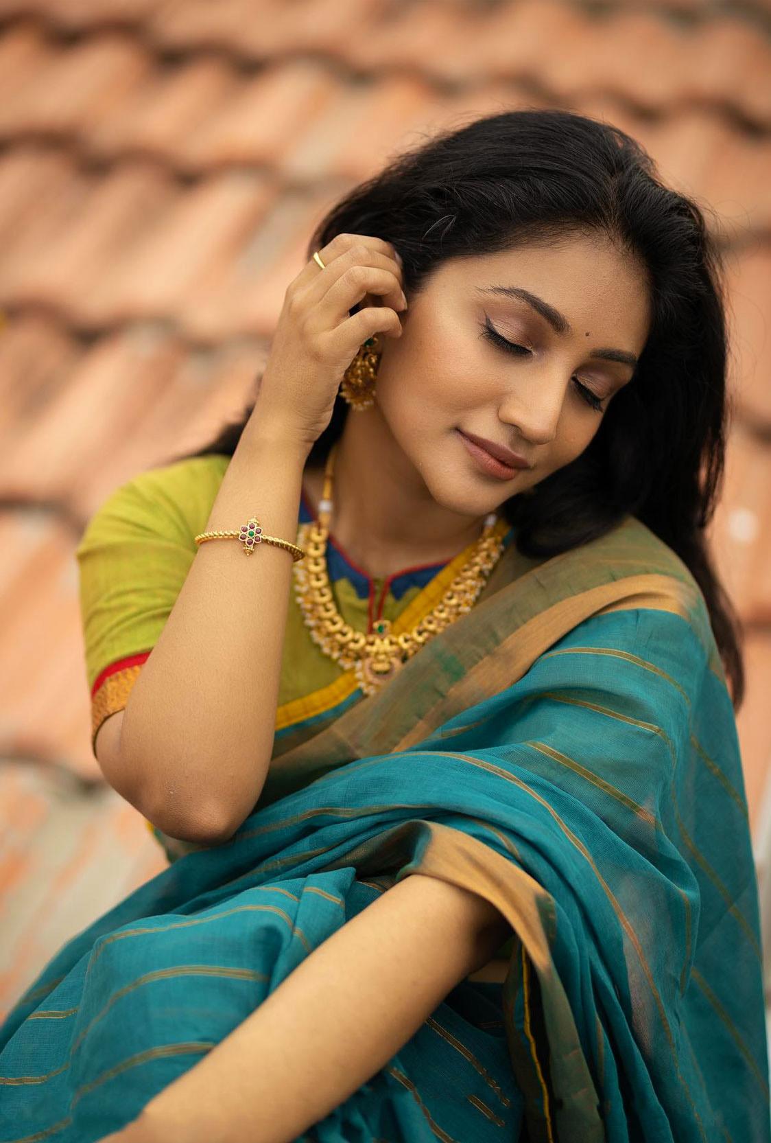 Bommu Lakshmi In green Saree Hot Photos