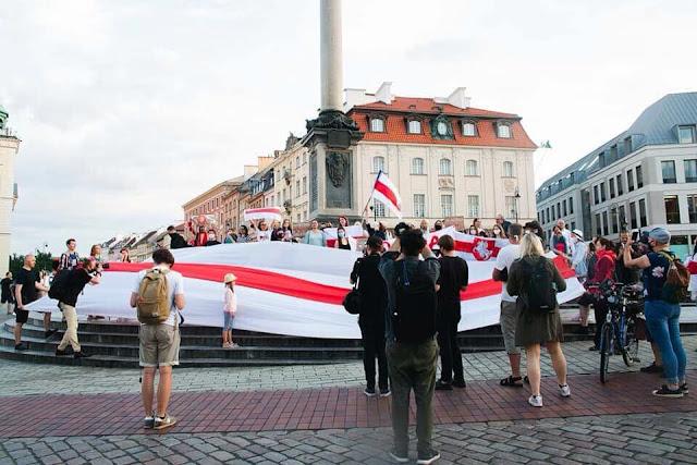 В Варшаве у колонны Сигизмунда на Замковой площади
