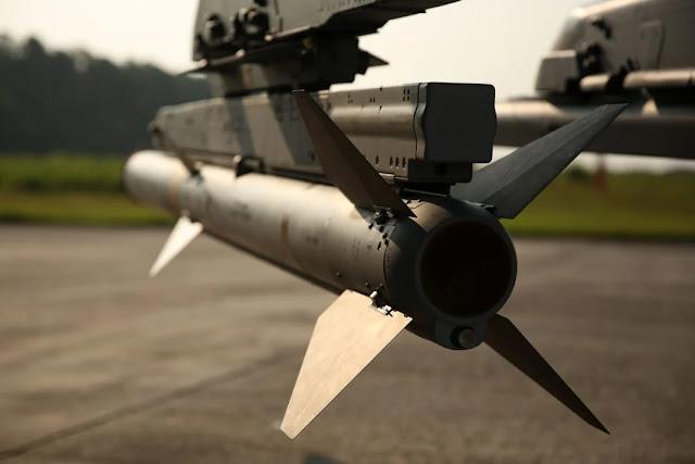 Nhật bản mua AIM-120C-8