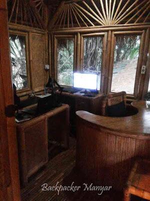 Furniture dan bangunan dari manfaat bambu